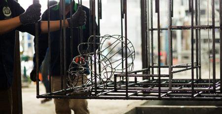 Công đoạn xử lý bề mặt sản phẩm trước khi sơn tĩnh điện