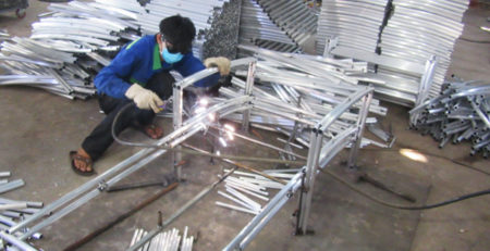 Video sản xuất ghế hồ bơi ngoài trời, ghế nằm bãi biển khung nhôm tại xưởng cơ khí nột thất Minh Thy