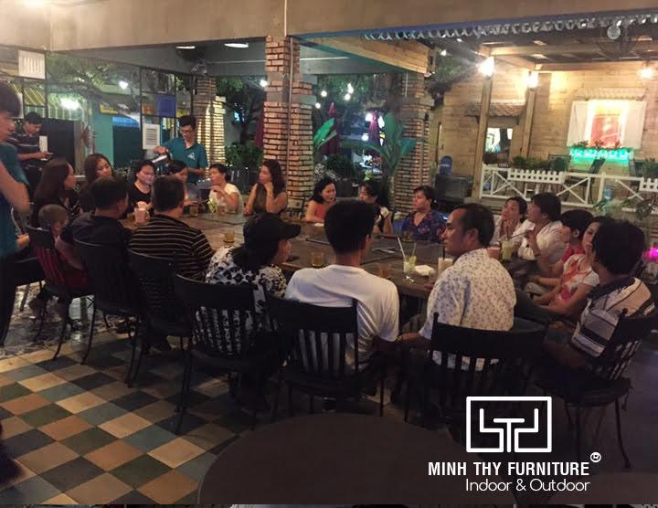 Công ty Minh Thy cung cấp bàn ghế cafe nhựa giả mây cho quán Nhân Coffee