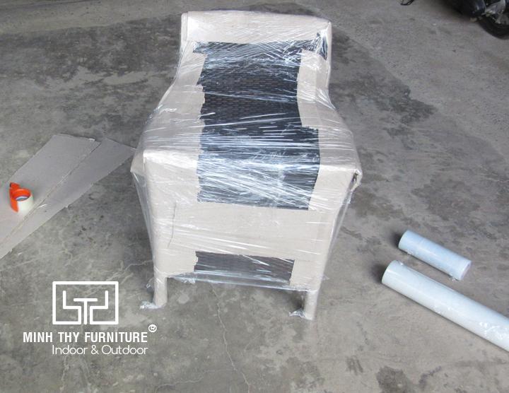 Làm cách nào để đóng gói một chiếc ghế cafe mây nhựa an toàn nhất?