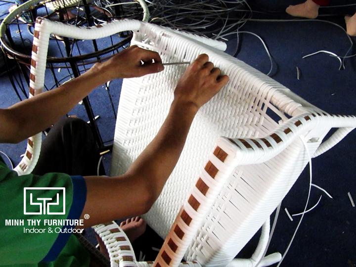 Sản xuất sản phẩm ghế giả mây ngoài trời theo mẫu của khách hàng