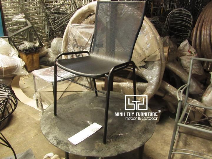 Làm sao để có mẫu ghế sắt lưới đẹp mắt?