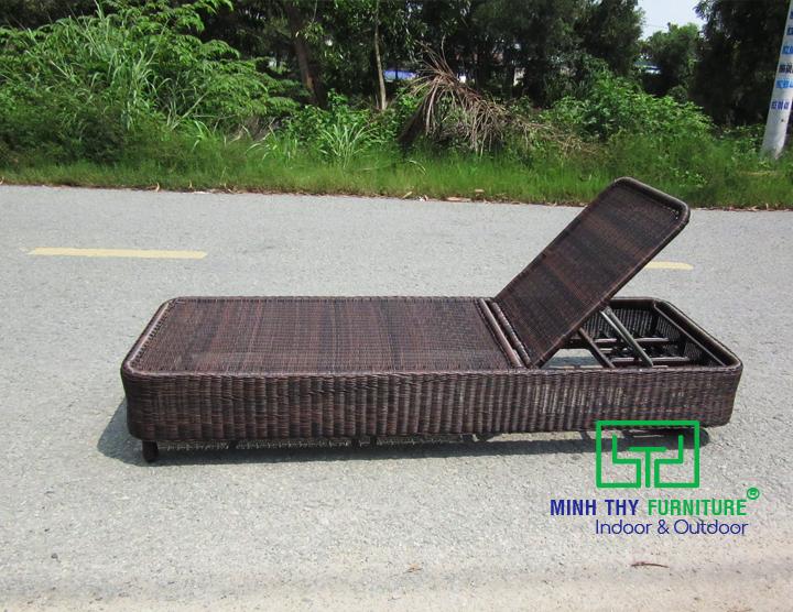 Sản xuất ghế hồ bơi nhựa giả mây MT492 tại xưởng cơ khí Minh Thy Furniture